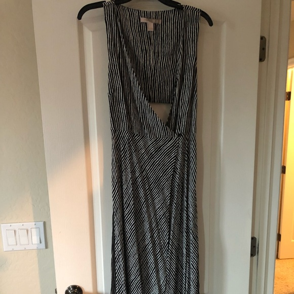 Forever 21 Dresses & Skirts - Ladies black and white wrap maxi dress